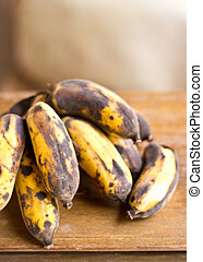 A bunch of old bananas - perfect for bread