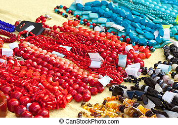 Bracelets and necklaces made of natural gems