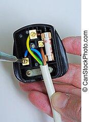 Wiring an English plug. - Man wiring English 3 pin 13 amp...
