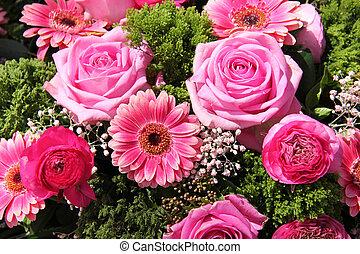 Ranunculus, rosas, gerberas, boda, arreglo
