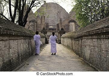 Nuns at Wat Maheyong Temple, Ayutthaya, Thailand - Nuns at...