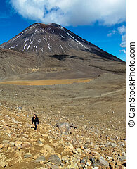 Hiker Tongariro New Zealand - Hiker Tongariro Crossing New...