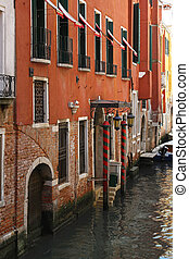 Venice houses - Traditional houses on narrow canal in Venice
