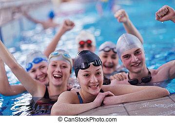 Adolescente, natación, grupo, piscina, feliz