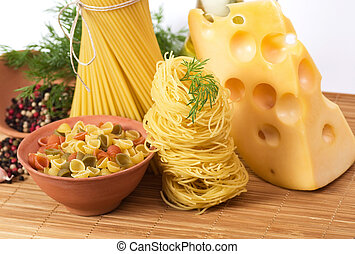 Different Italian kinds of pasta