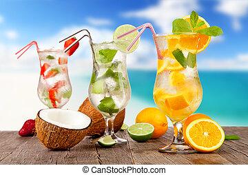 sommer, hölzern, sandstrand, Stücke,  Cocktails, Fruechte, hintergrund, verwischen, Tisch