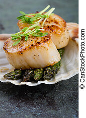 Sauteed scallops on the shell with asparagus - Freshly...