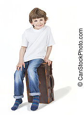 Garçon, séance, jeune, valise, Sourire, heureux
