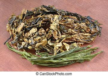 Dry seaweed