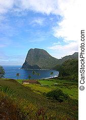 Kahakuloa Head on Maui's North Shore - Kahakuloa Head on...