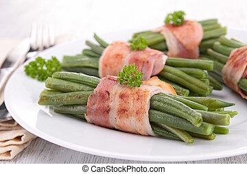 green bean wrapped in bacon