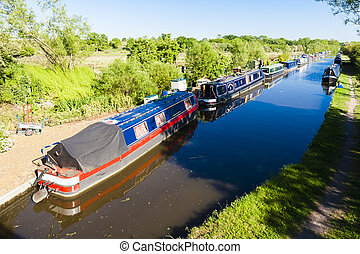 houseboats on canal, Oxfordshire, England
