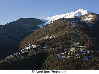 Mountain towns - This is a view of a little mountain town,...