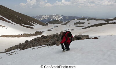Man climbing to the snowy mountain