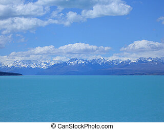 Lake Pukaki, New Zealand - Lake Pukaki and the Southern Alps...