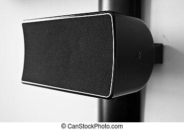High end speaker - High end central speaker part of a...