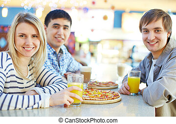 Good time - Image of teenage friends having snack in cafe