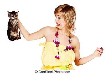 jeune, femme, tenue, chaton, dégoût