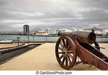 Arrecife harbor - Artillery gun in San Gabriel castle...
