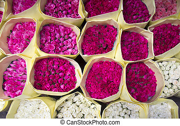 Roses for sale at Pak Khlong Talat, Bangkoks largets flower...