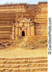 Mandalay - Mindon - Mindon near Mandalay is tourist...