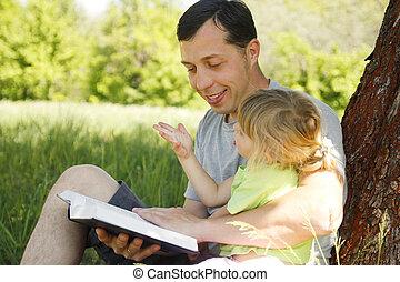 很少, 他的, 女儿, 父親, 閱讀, 聖經