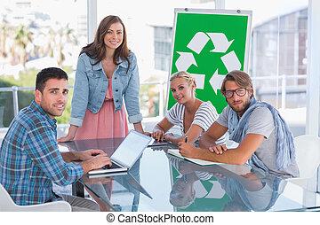 equipo, teniendo, reunión, sobre, reciclaje,...