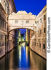 Ponte dei Sospiri in Venice, Bridge of Sighs - Bridge of...