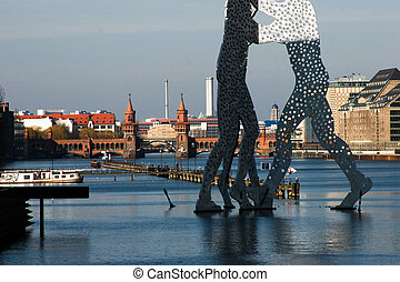 Molecule Men in front of the Oberbaumbridge in Berlin