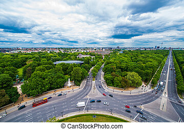 roundabout - several car lanes running through Berlin...