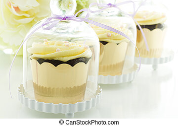 Wedding favors - Miniature cupcakes in individual glass...