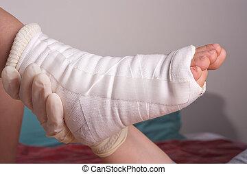 bandaged, pé