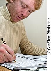 homem, escrivaninha, trabalhando