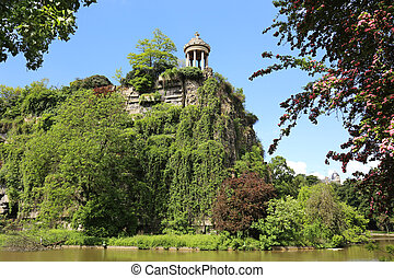 Parc des Buttes Chaumont Paris - Temple Sybille of the Parc...