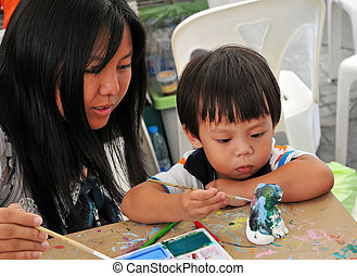 Child painting - Child 2 years and mother painting in...