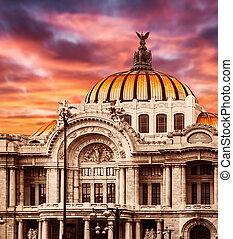 Palace of Fine Arts in Mexico City - Palacio de Bellas...