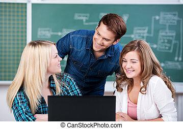 estudiantes, Confiado, computador portatil, joven,...