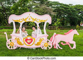 asiático, tailandés, nupcial, amor, carruaje