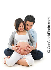 chinese pregnant mother and her husband