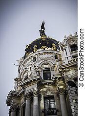 Metropolis building, Architecture along Gran Via in Madrid