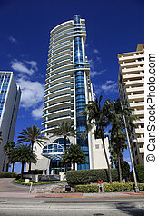 Luxurious apartment building in Miami, Florida. - MIAMI -...