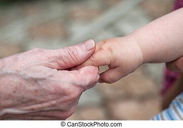 Manos, bebé, nieto, viejo, abuela, concepto, familia,...