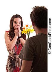 mujer, ella, ramo, joven, narcisos, recibiendo, sorprendido,...