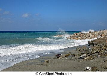 High waves at Italian coast - High waves at the Italian...