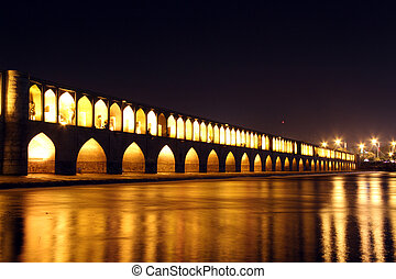 Si-0-Seh bridge - Si-o-Seh Pol bridge at night in Esfahan,...