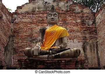 Buddha statue Ayuttaya of Thailand - Buddha statue in Wat...