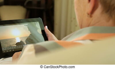 Taking pictures with digital tablet
