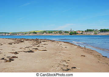 Berwick upon Tweed, river estuary, sand and city walls -...