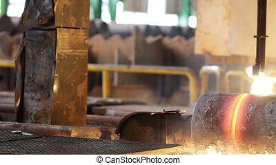 Trimmings pipe billet - Red-hot billet is cut pipe