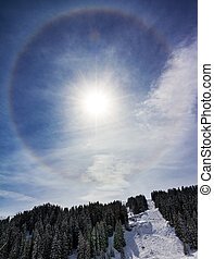 Winter halo - Large halo around the sun on a winter day in...